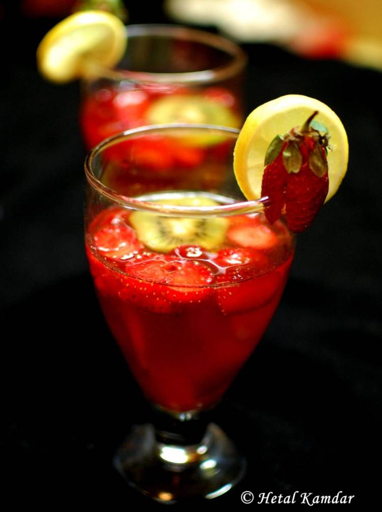 strawberry-and-kiwi-sangria