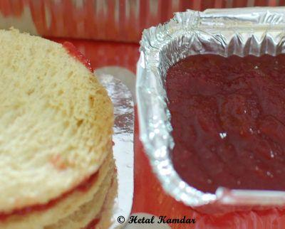 fresh-homemade-apple-and-plum-jam-sandwich