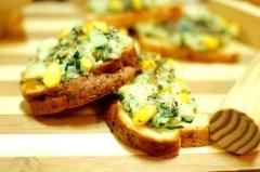 corn-and-spinach-crostini