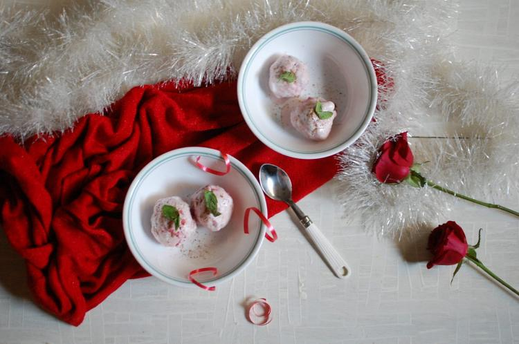 strawberry-ice-cream-with-cardamom-flavor