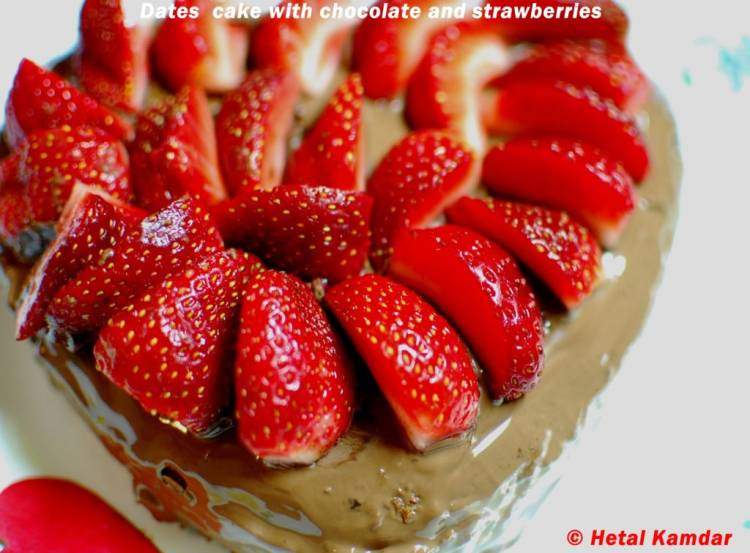 dates-cake-with-chocolate-and-strawberry