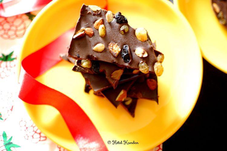christmas-fruit-and-nut-chocolate-bark