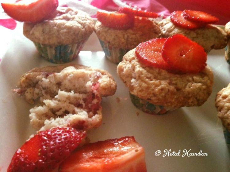 fresh-strawberry-muffins