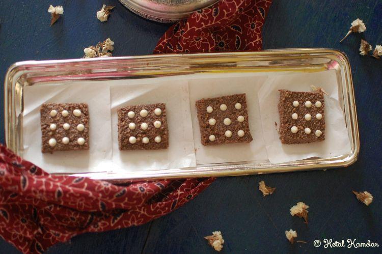 chocolaty-kalakand-with-white-chocolate-chips