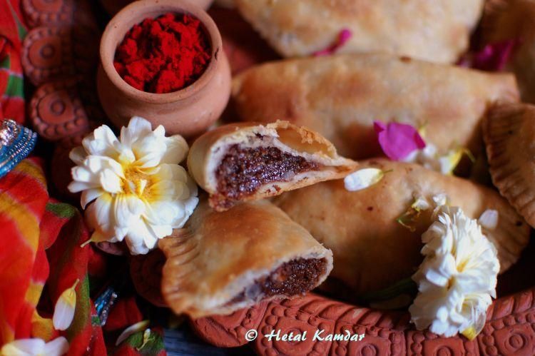 baked-nutella-and-mawa-gujjiyas