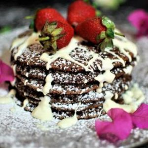 chocolate-pancakes-with-fresh-strawberries