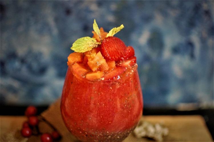 strawberry-papaya-chia-seeds-smoothie
