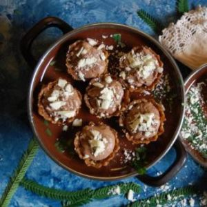 dates-and-oat-tarts-with-chocolate-mousse