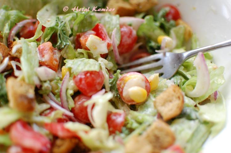 fresh-salad-with-zaatar-rubbed-bread-croutons-9