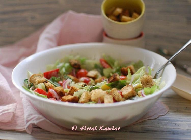 fresh-salad-with-zaatar-rubbed-bread-croutons
