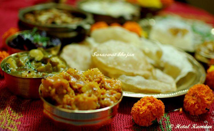 Side close up view of pumpkin phodyo, pooris on a brass platter, Saraswat Recipes, Goan Saraswat Recipes