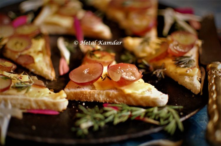 cheese-crostini