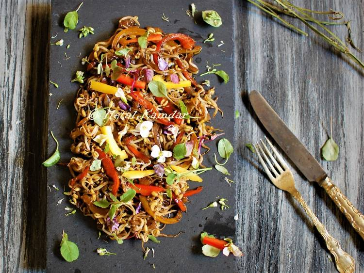 indo-chinese-bell-pepper-sprout-salad