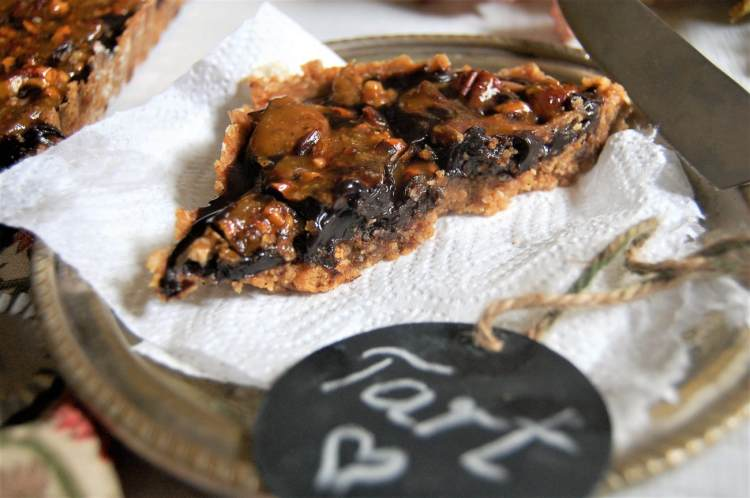 dates-tart-with-caramelized-pecan-nuts