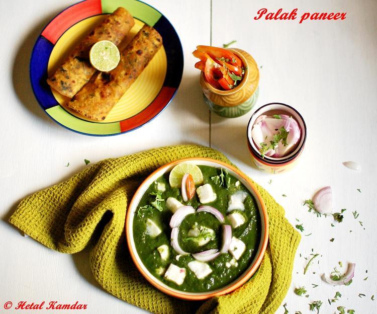 Palak Paneer Recipe | Palak Paneer served with theplas and freshly sliced salad
