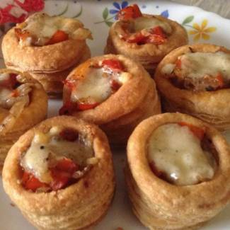 Vol au vents stuffed with Bell Pepper and Gouda Cheese