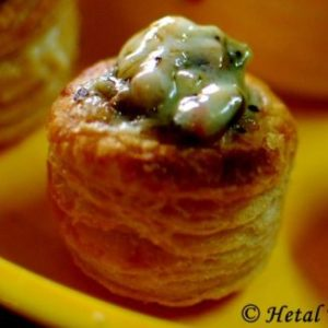 vol-au-vents-stuffed-with-mushrooms-classic-french-treat