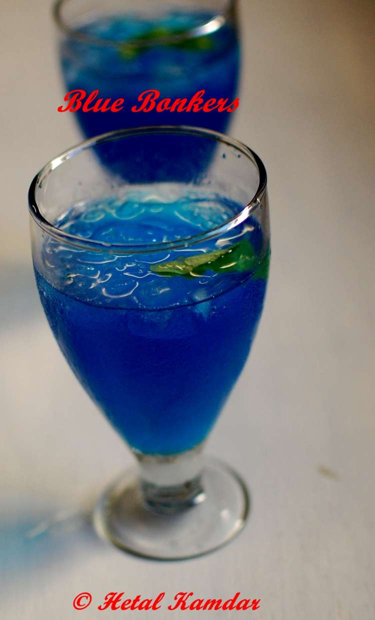 blue-bonkers-cocktail blue-drink curacao