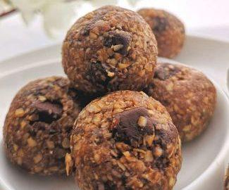 how to make dark chocolate energy bites | Close up view of chocolate oats energy bites