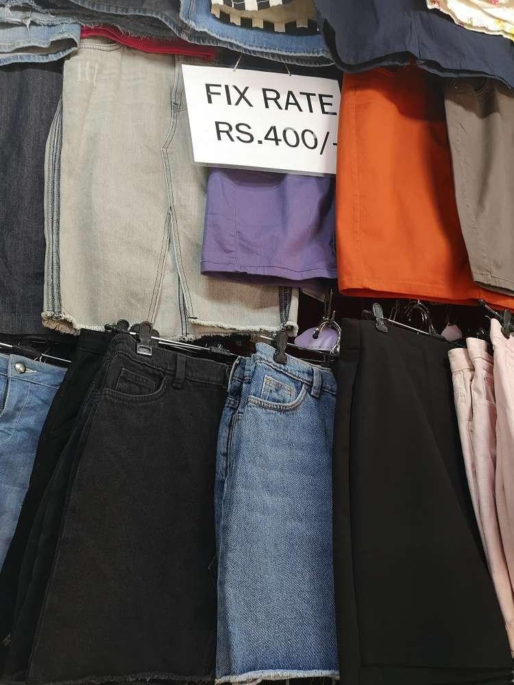 fixed rates skirt diplayed at colaba causeway marlet