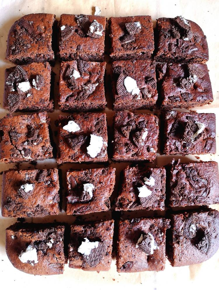 top view and close up of eggless oreo brownie recipe