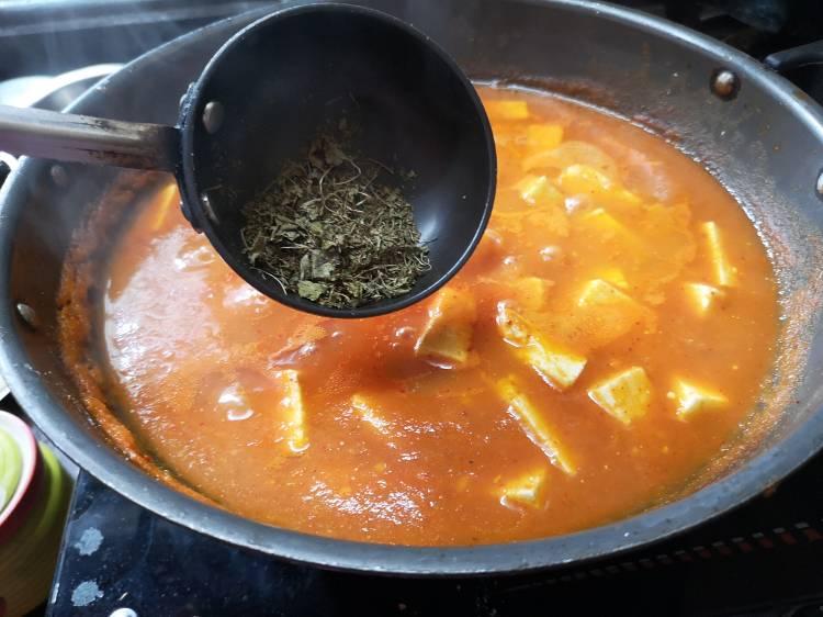 Adding Kasuri Methi in Butter Paneer Masala Recipe