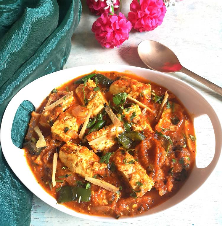 close up photo of Paneer Jalfrezi garnished with ginger julienne and finely chopped coriander leaves, How to make Paneer Jalfrezi with gravy