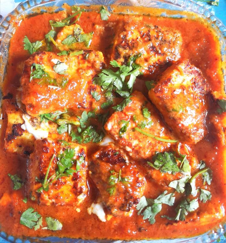 tawa paneer masala recipe to serve garnished with coriander leaves