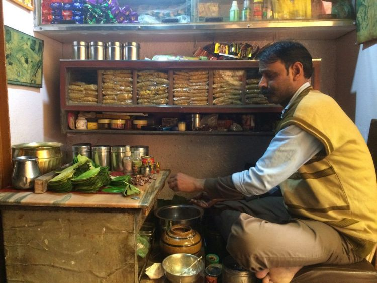 banaras food blog/ food culture of varanasi / street food in varanasi/ best places to eat food on varanasi / food guide in varanasi /popular street food in varanasi