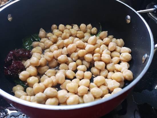 adding boiled chickpeas for sundal recipe
