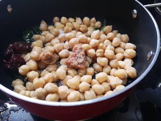 adding jaggery in channa sundal recipes
