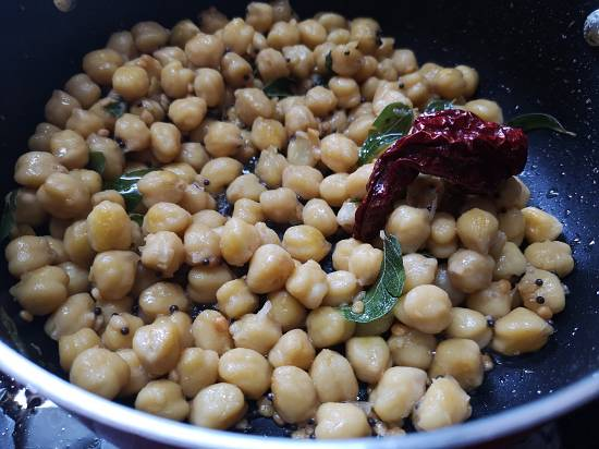 add tamarind extract in chickpeas