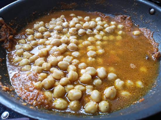 add cooked chickpeas to the chole gravy, punjabi chole recipe