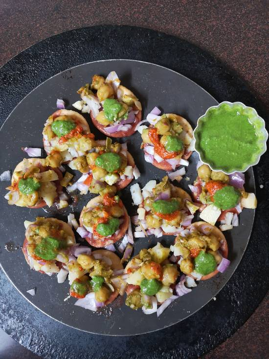 Dahi Bhalla Papdi Chaat, Adding spicy green Coriander chutney for dahi papdi