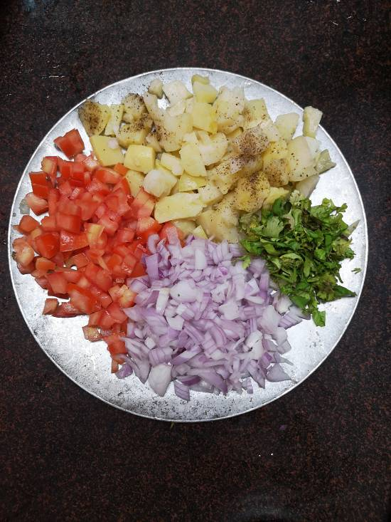 chopped onions, tomatoes, boiled potatoes and coriander leaves ready to be mixed in Sukha Bhel, how to make dry bhel