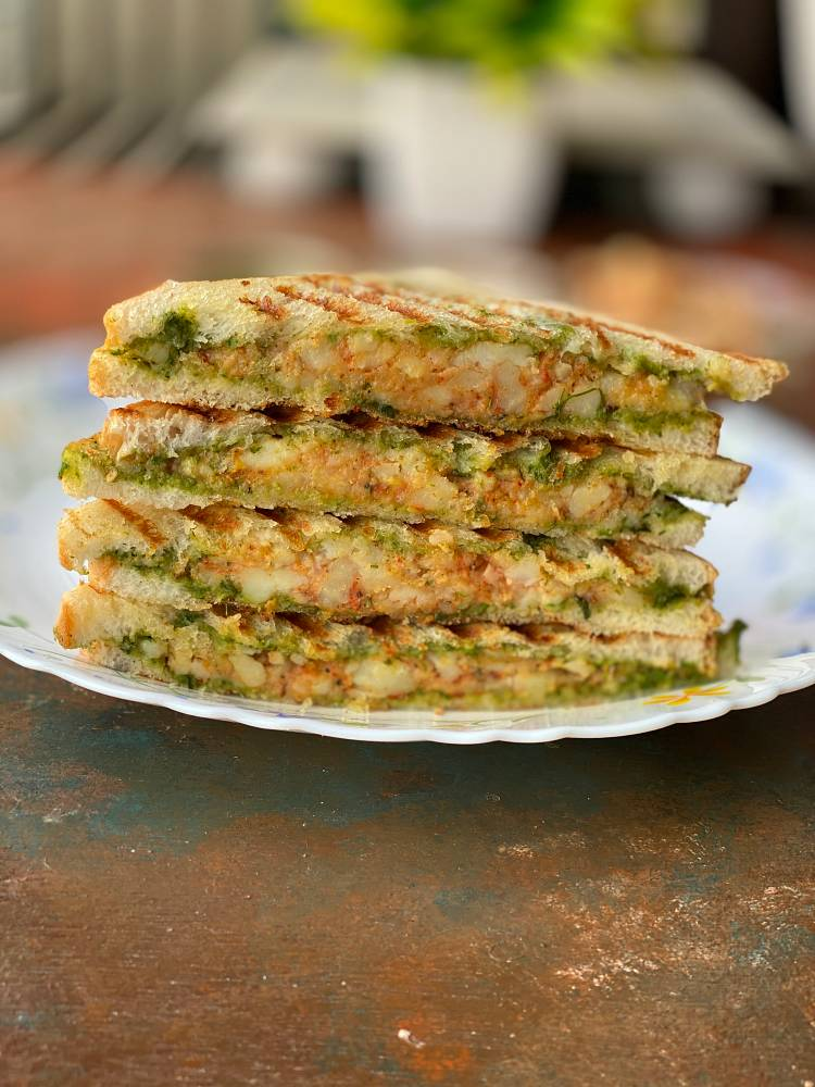 how to make Grilled Potato Sandwich Recipe, stack of sliced Aloo Sandwich