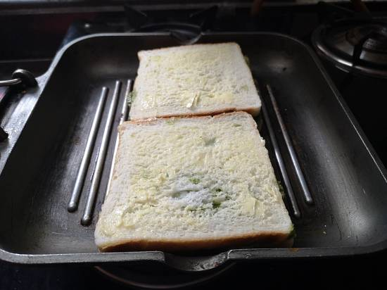 aloo stuffed sandwich bread ready to be grilled on a grill pan, how to make potato sandwich