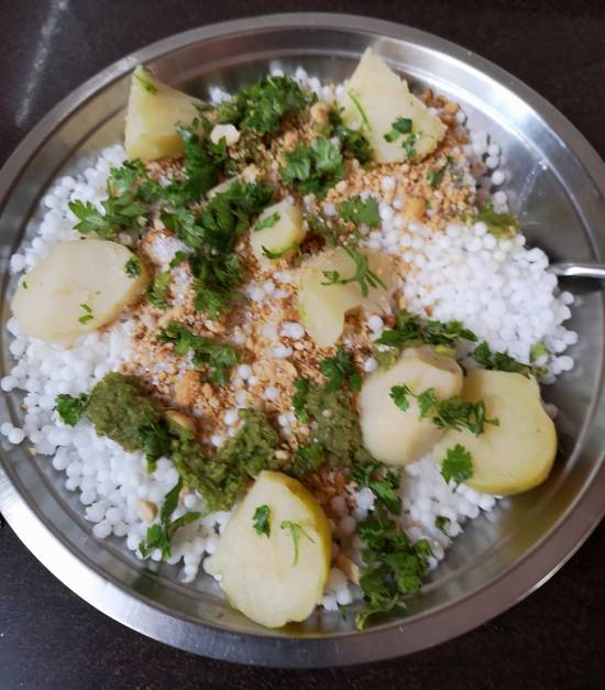 mixing all the ingredients for sabudana wada recipe| Vrat Wale Sabudana Wada