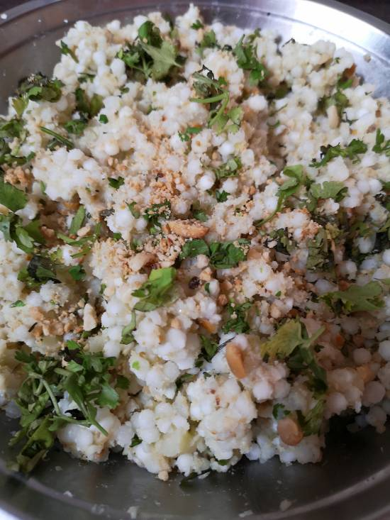 adding crushed peanuts in sabudana wada recipe| Vrat Wale Sabudana Wada