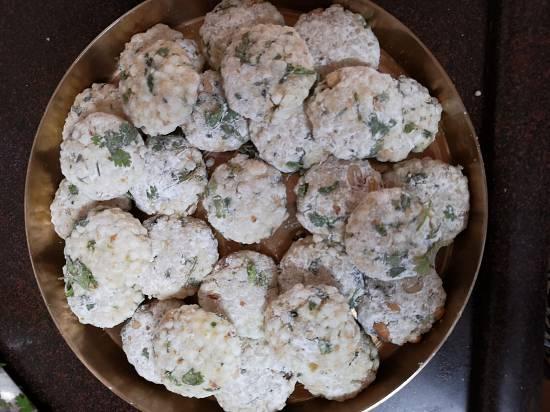 rolling into small tikkis for sabudana wada recipe| Vrat Wale Sabudana Wada
