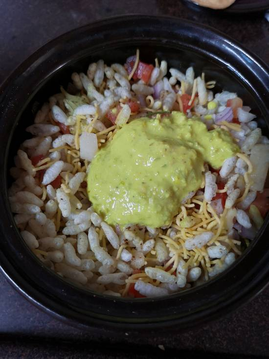 mixing rajkot chutney in sukha bhel