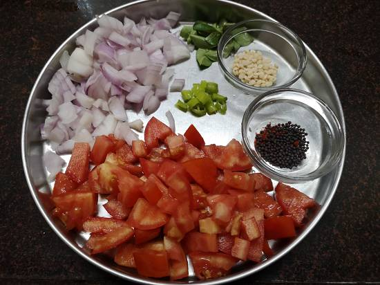 onions, tomatoes, green chillies, mustard seeds for tomato rice recipe, how to make tomato rice
