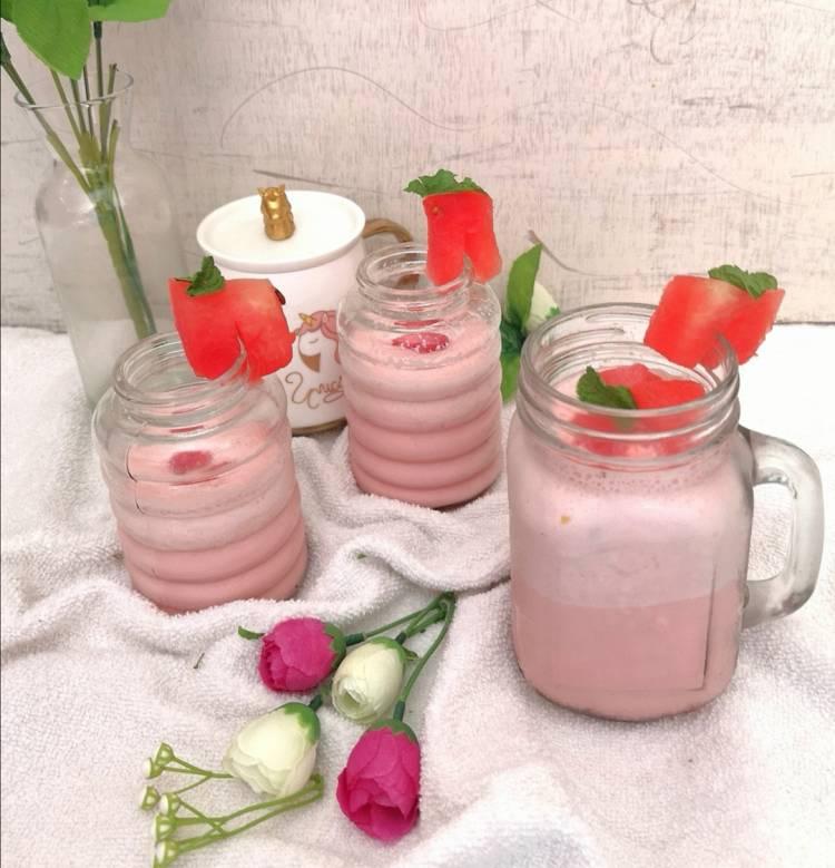 nice layout of watermelon milkshake garnished with watermelon pieces | watermelon milkshake recipe