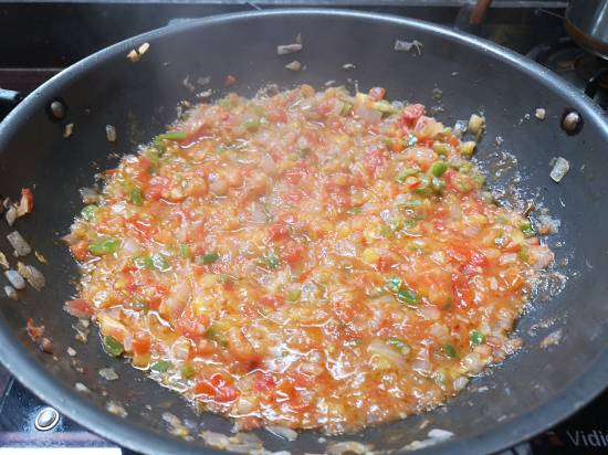tomatoes are now mushy and pulpy for pav bhaji