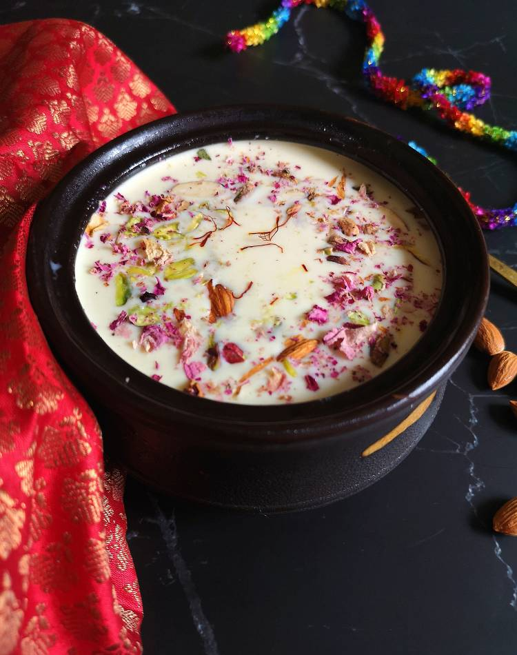 close up view of paneer kheer loaded with dry fruits and saffron