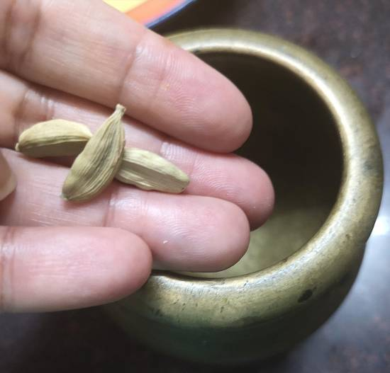 cardamom pods for pumpkin kheer | kaddu ki kheer