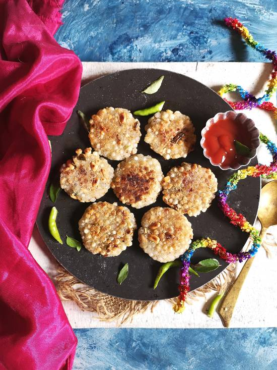 overhead view of Sabudana Tikkis served with tomato ketchup, how to make sabudana cutlets for Vrat