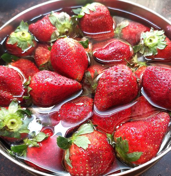 fresh strawberries for strawberry jam