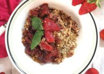 Strawberry Oats Crumble