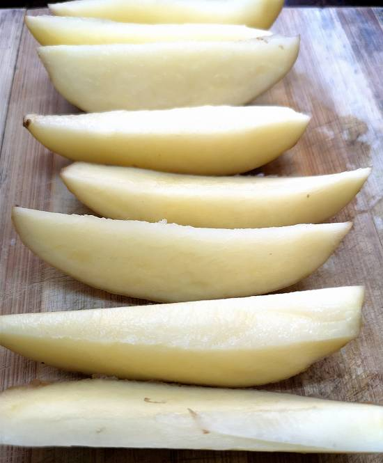 cutting potatoes into further halves for potato wedges, How to make Garlic Potato Wedges